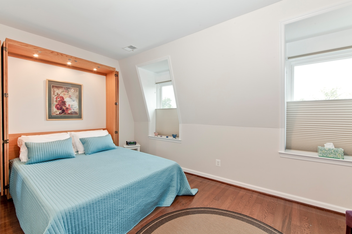 Private Bedroom with Queen Sized Bed