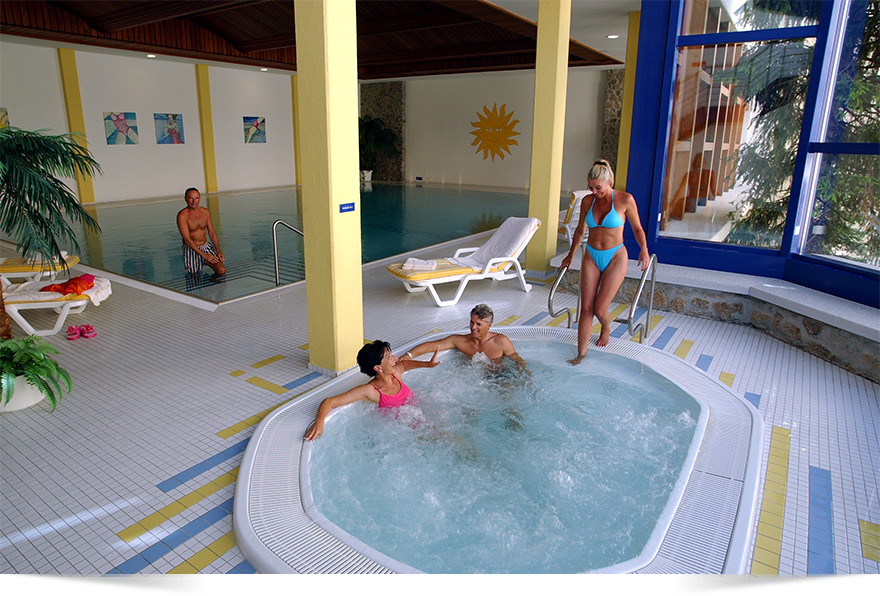 Jacuzzi and Pool. Free access to hotel's wellness area from the aparment!