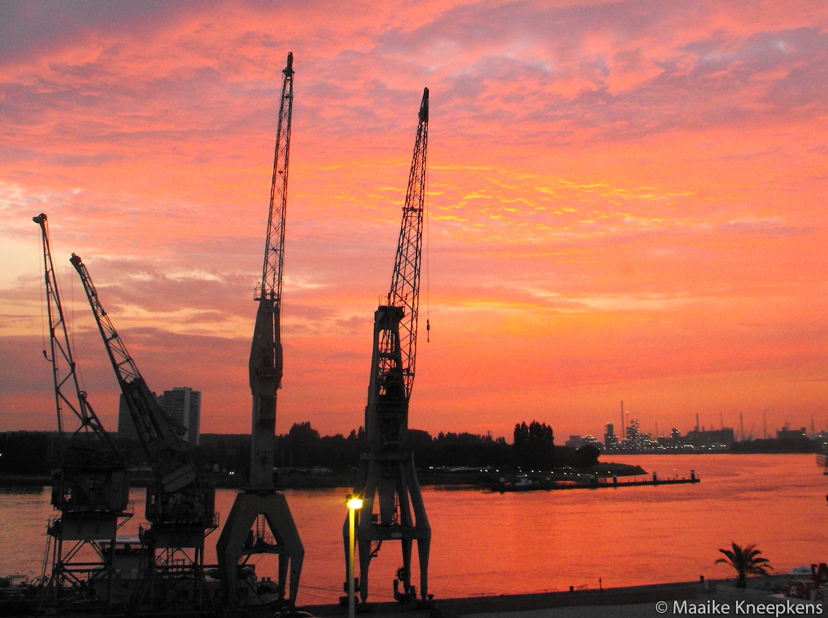 Greatest view in Antwerp on the cranes, the river and its turning next to the harbor, from the living room.