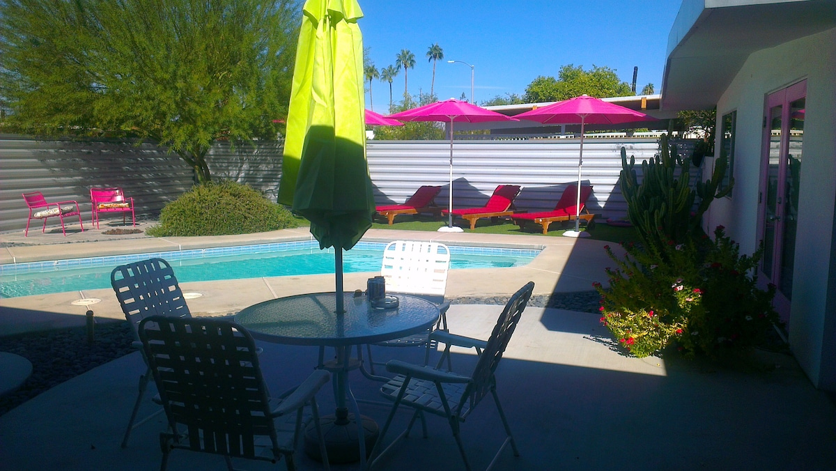 Palm Springs has great light, so we give the light some fun colours to play with!