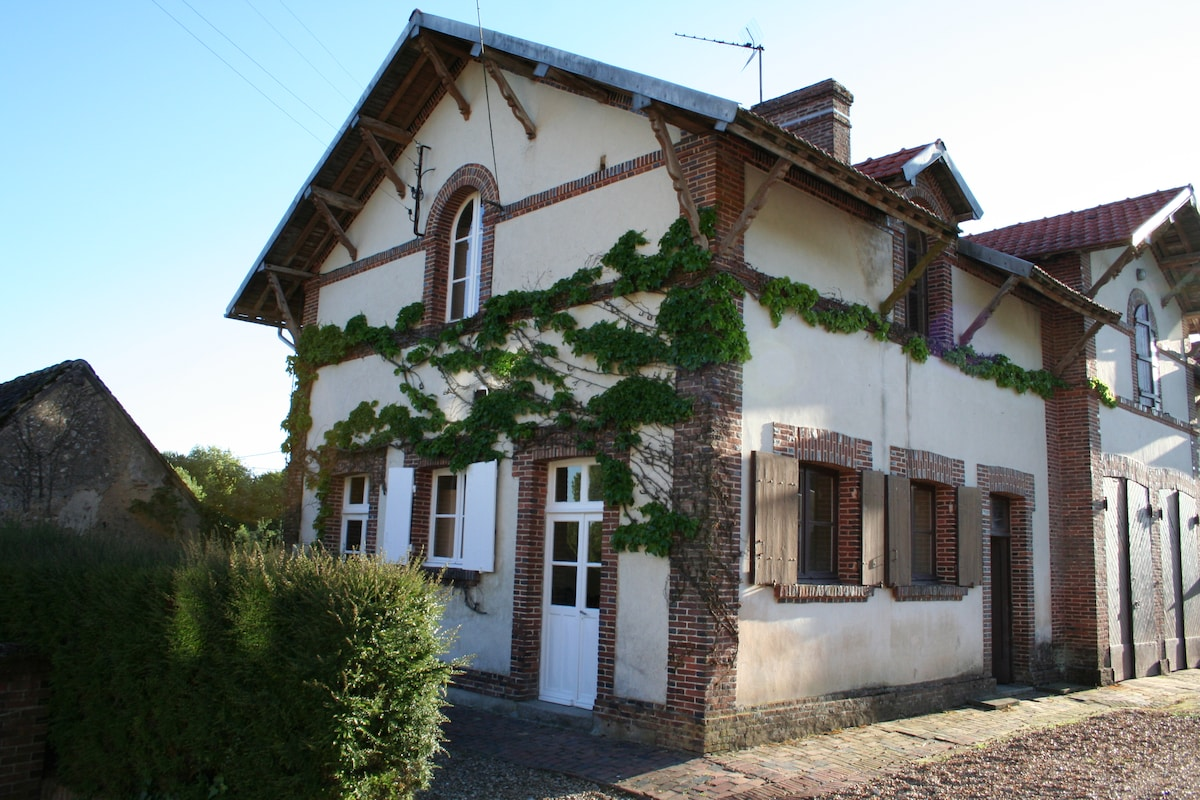 Four bedrooms in guest house 100 feet from Chateau