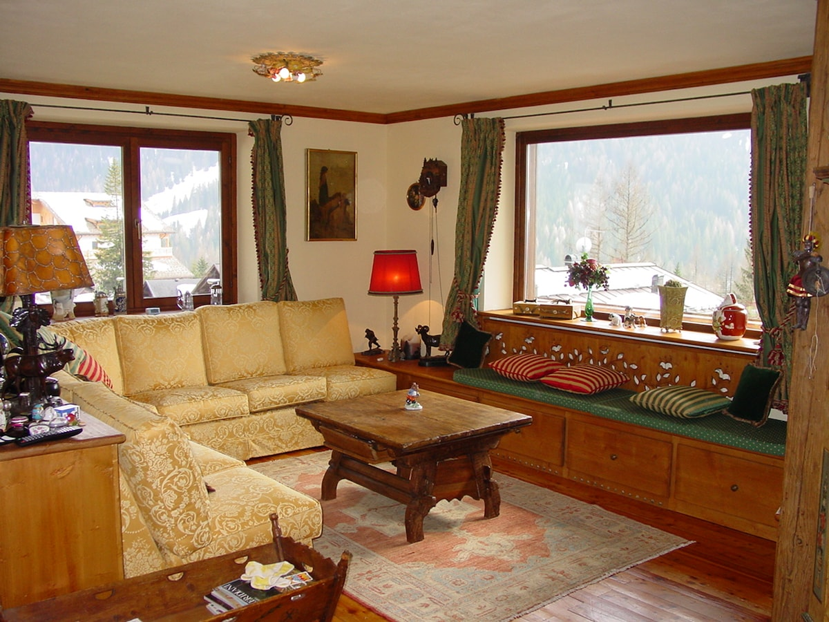 Stunning Panaramic Views of several famous dolomite mountain peaks right from your living room