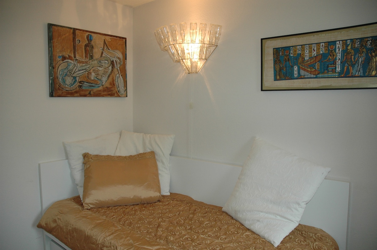 Nice room: breakfast+P+WiFi