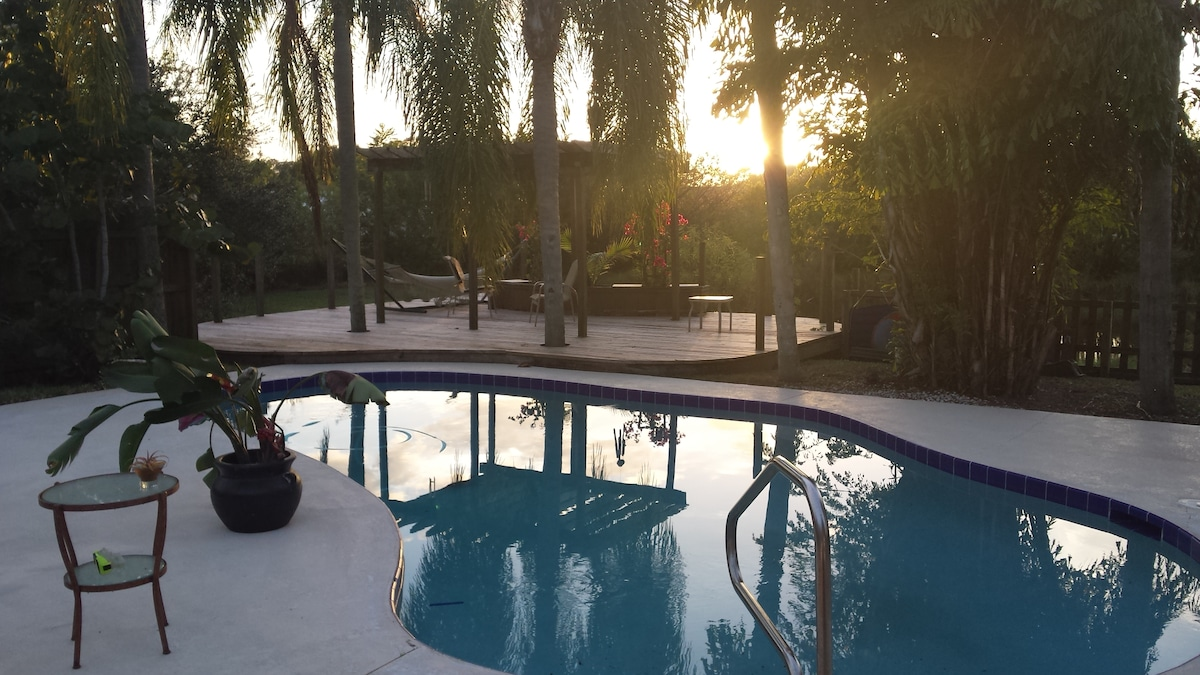 This deck is between the pool and the larger pond - very nice all day and especially at sunset. SO peaceful ....
