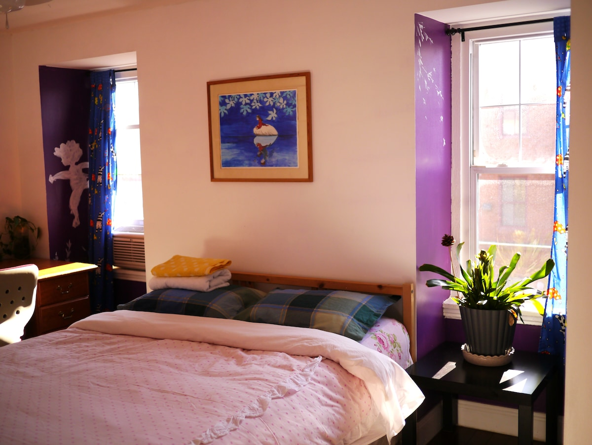Bedroom with purple and childish decorations