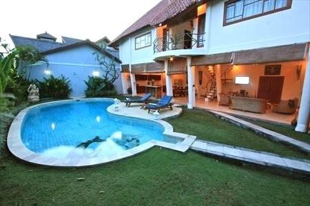 Dolphin villa Seminyak