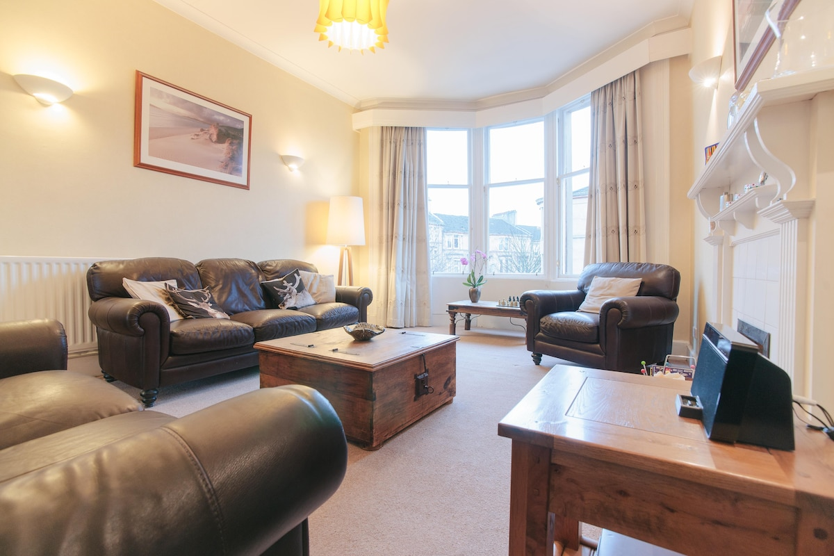 A spacious room with big comfy leather sofas, put your feet up!