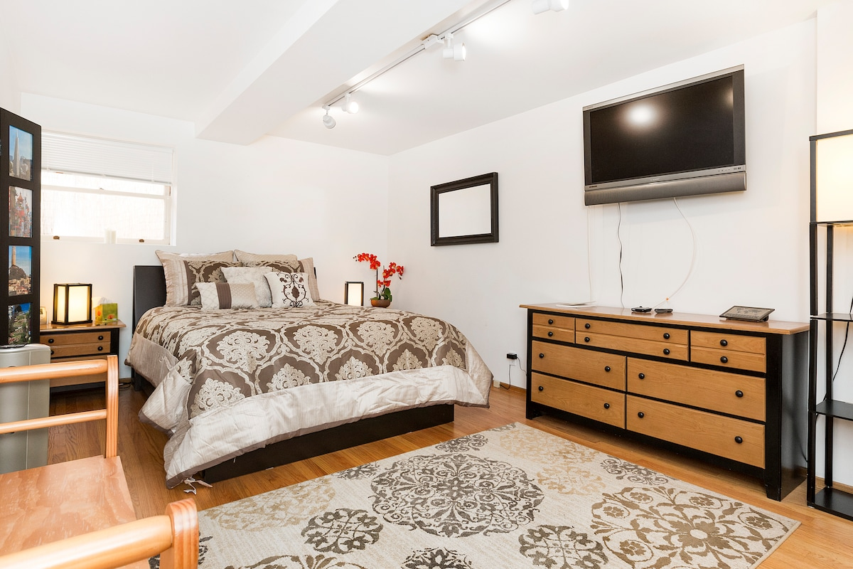 A large bedroom with all you need for a good nights sleep!