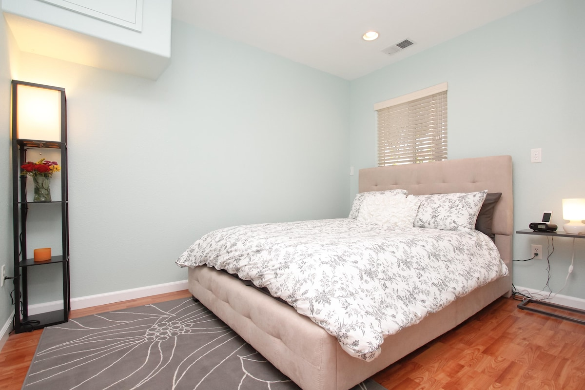 This modern 1 bedroom has a queen bed with brand new bedding and a comfortable queen mattress!