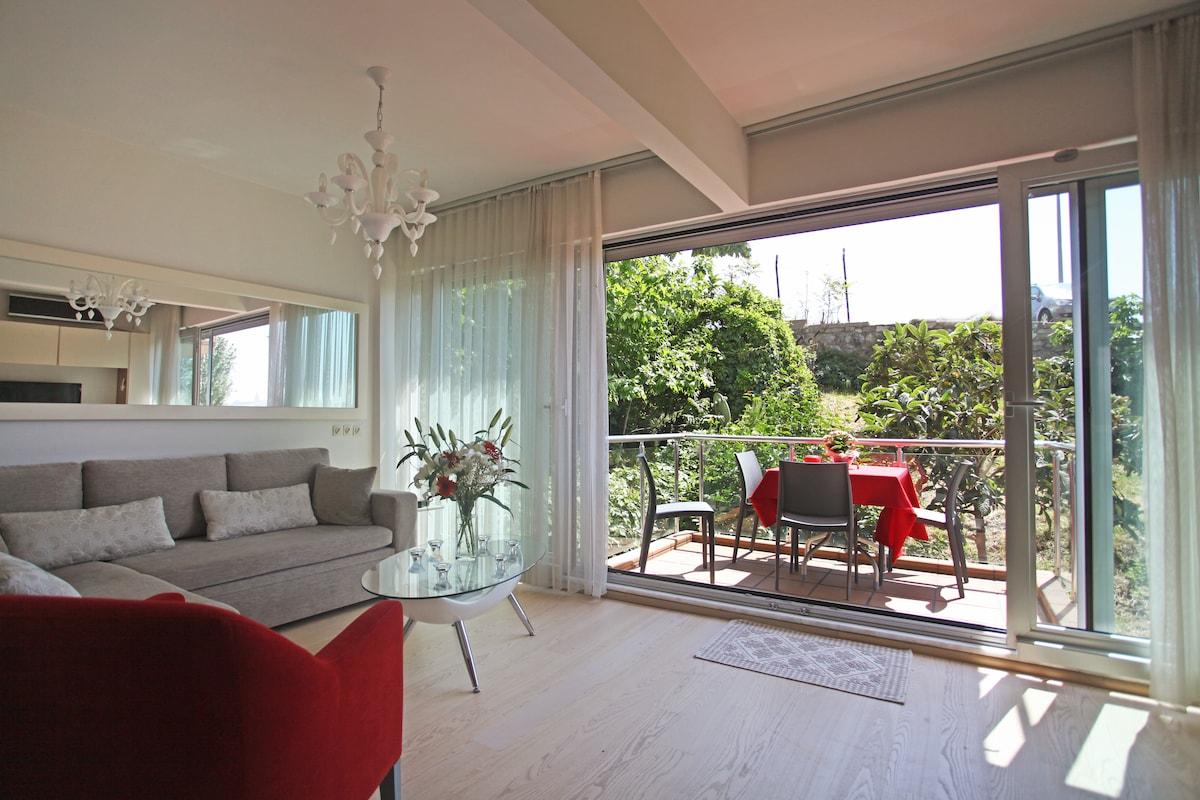 The livingroom and the balcony