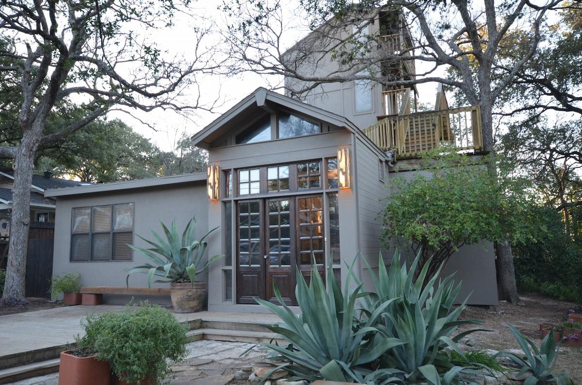 5BR/2.5BA Zilker Deck House!