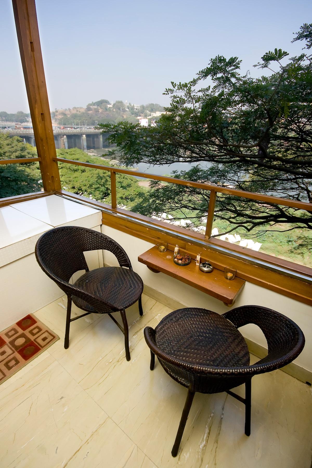 Beautiful River View  Apartment