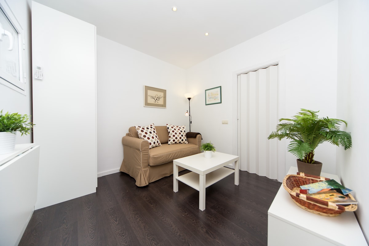 BEAUTIFUL NEW CENTRAL APARTMENT