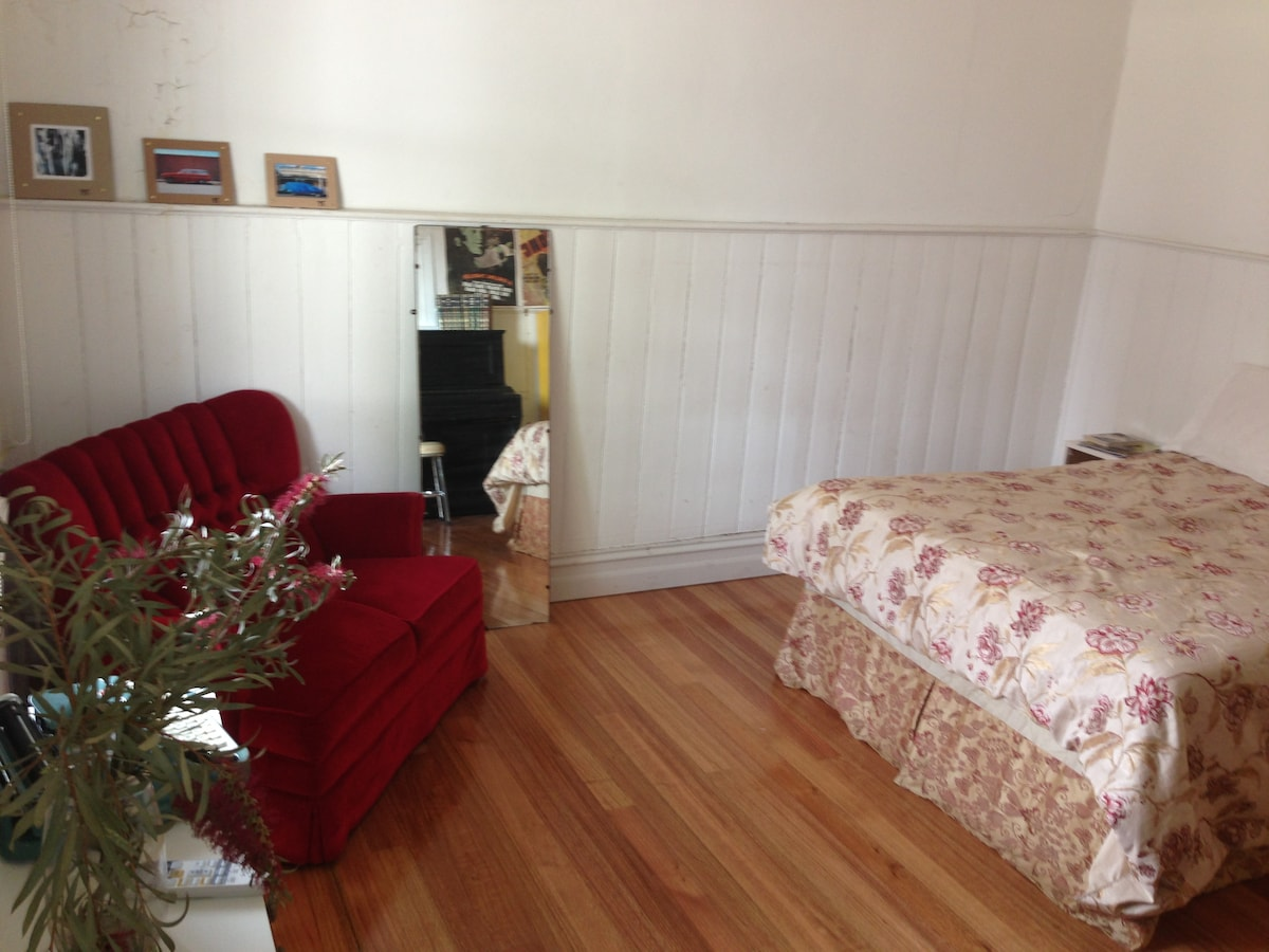 Double Bed, Private Access & Piano!