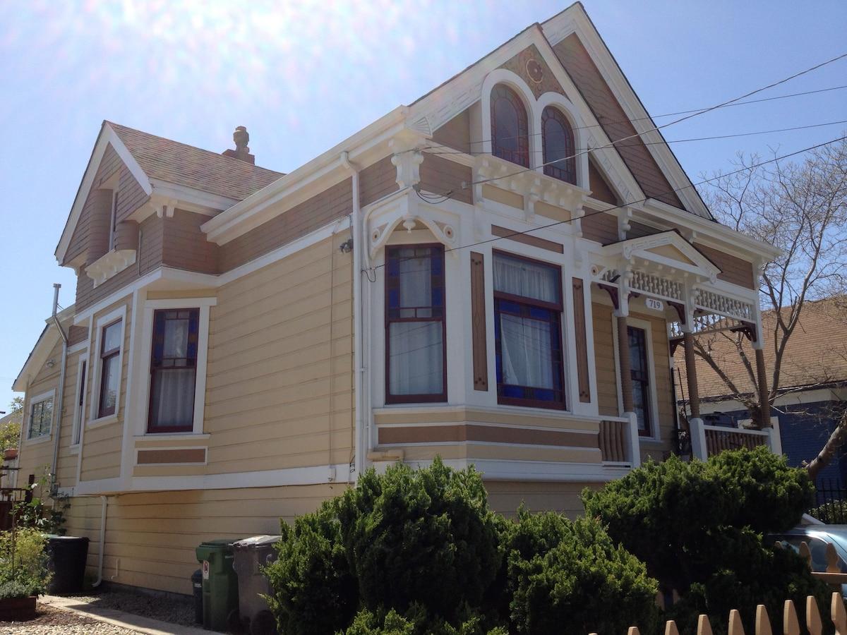 Studio Apt. in Sunny N. Oakland
