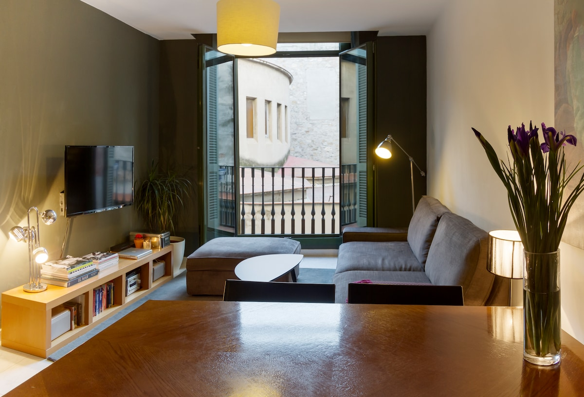 The lounge has 1 sleeper sofa for 2 people, side -tables, decor, an audiovisual unit, with doors out to the balconette.