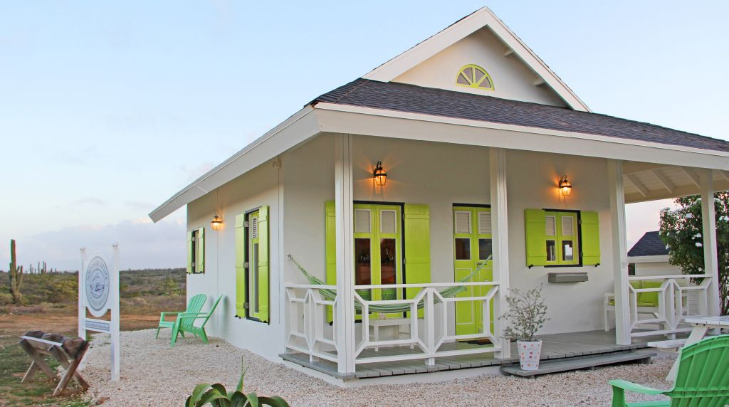 """Cute cottage on the edge of nature reserve area """"Salt Spray Park"""" just 3 minutes by car from the hotel area and Palm Beach"""