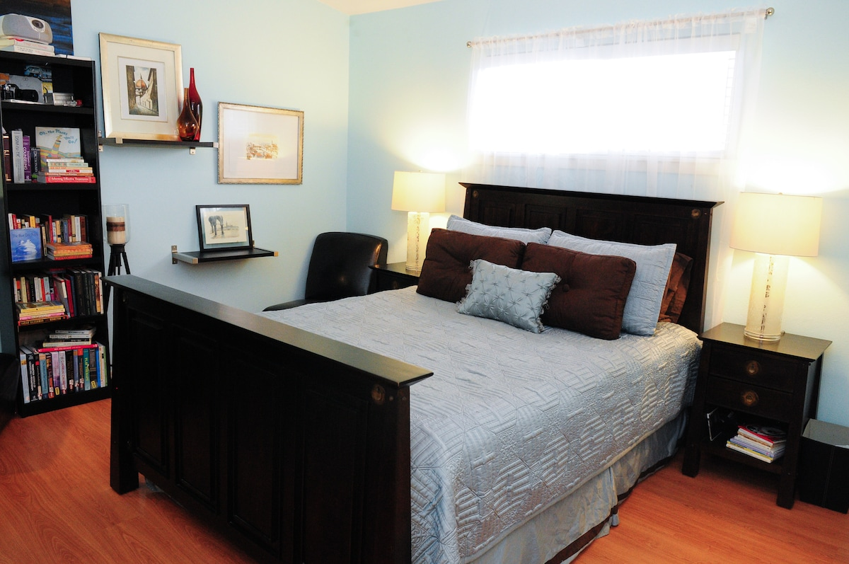 Super comfy queen size bed with new mattress.