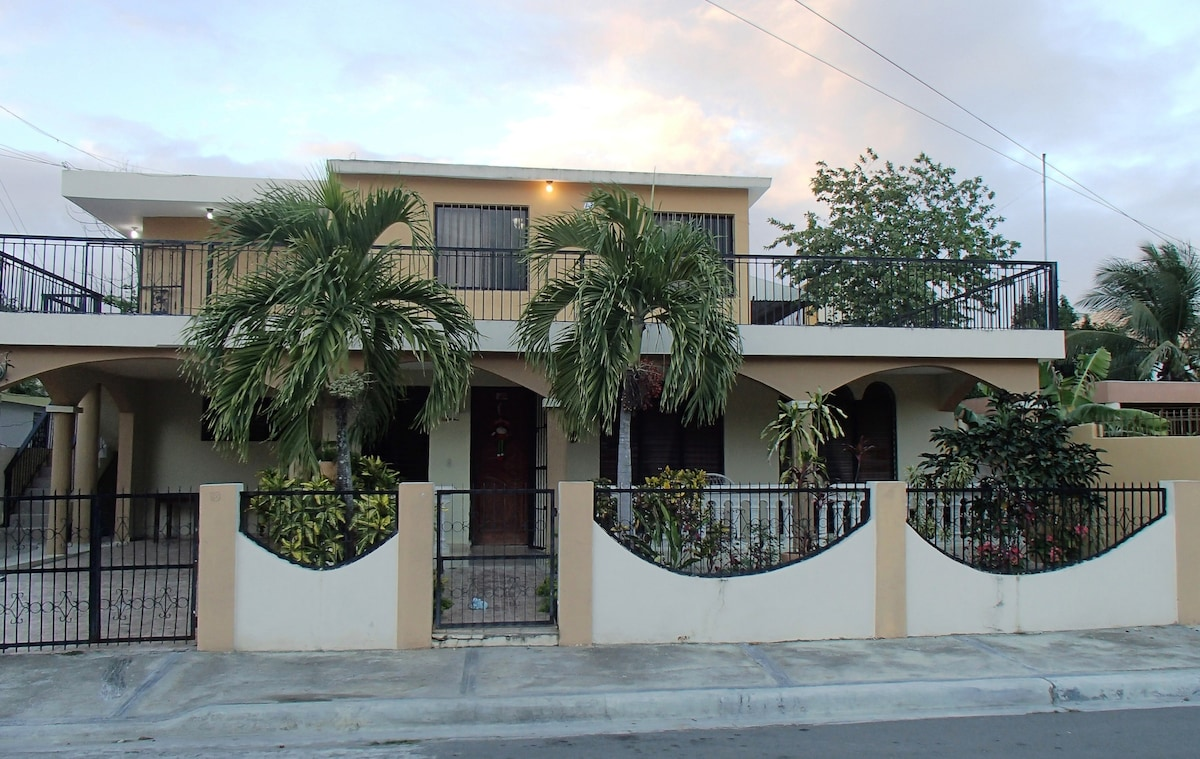 Spacious 2 BR pvt home w/ A/C!