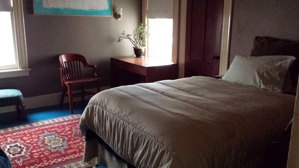 clean, quiet single occupancy room