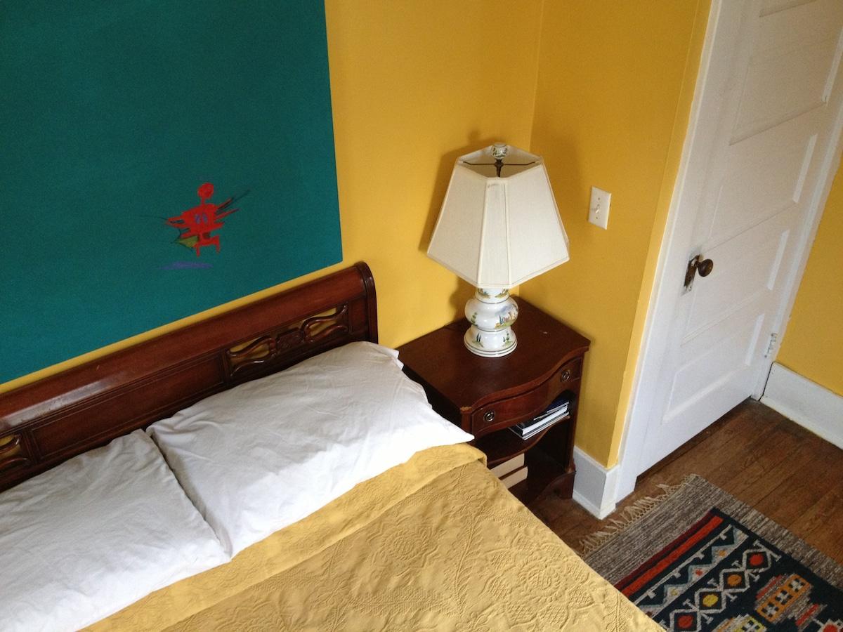 Cheerful Room w/ Great Amenities!