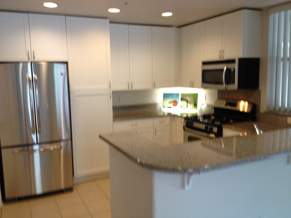 Luxury apartment close to Caltrain