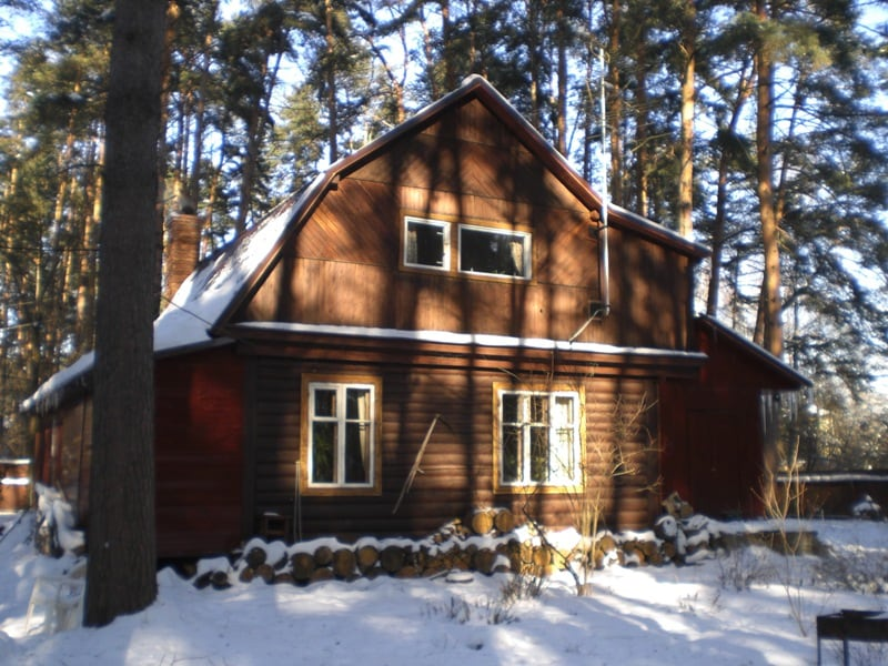The house was originally a traditional one level log cabin. Then a 2nd level, a veranda&guest room&sauna were added, it is 250m to the railway station,21min to the metro,35min to Bialaruskaya(center),driver with car~50$/day,airport Vnukovo(~30min)~30$