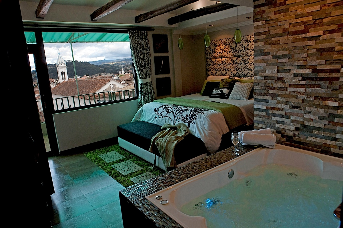 Centro. Sound-Proof. King. Jacuzzi.