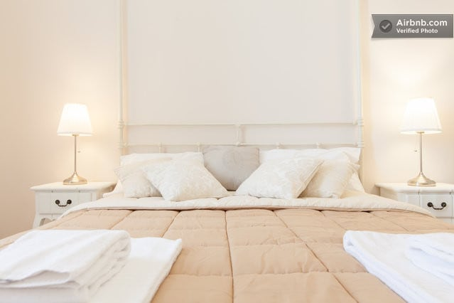 Room 2 - Bright, loving, overlooking the beautiful Basilica of Santa Maria Maggiore, ideal for couples, the possibility of adding two extra beds or cots.