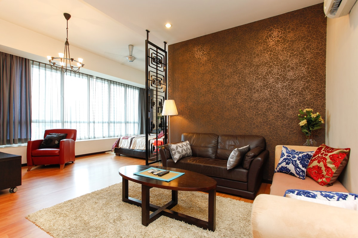 Luxury and spacious studio apt facing the famous KL Twin Tower. Yes the tower just in front of you!! Awesome ;)
