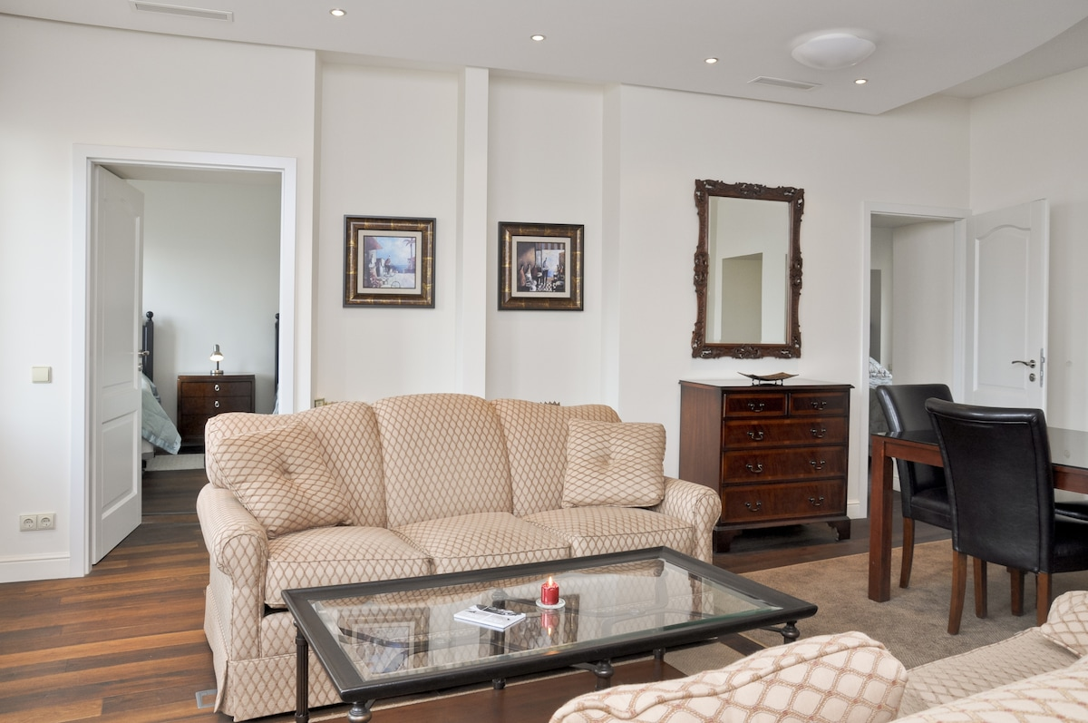 Spacious, bright and comfortable living room