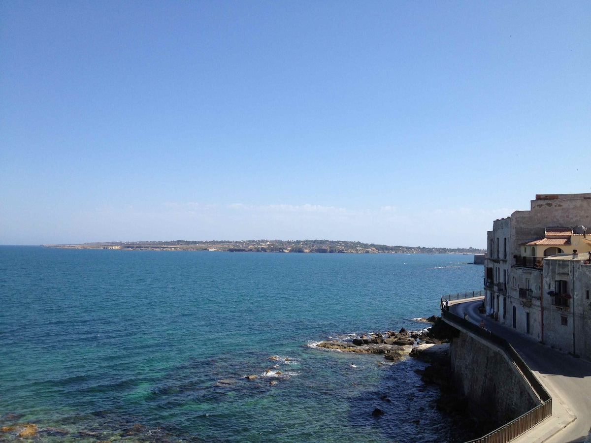 Luxury seafront terrace in Ortigia.