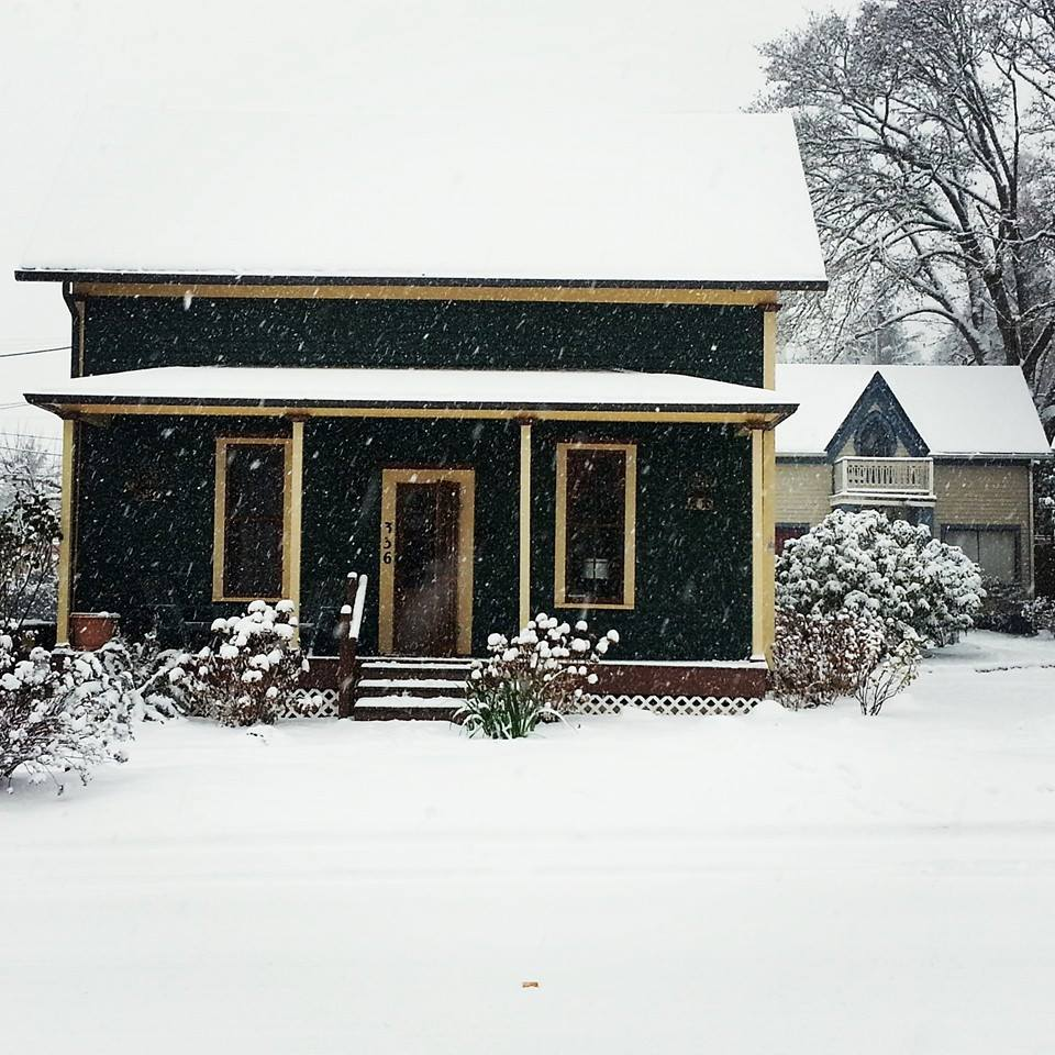 Historic Cozy Downtown Victorian