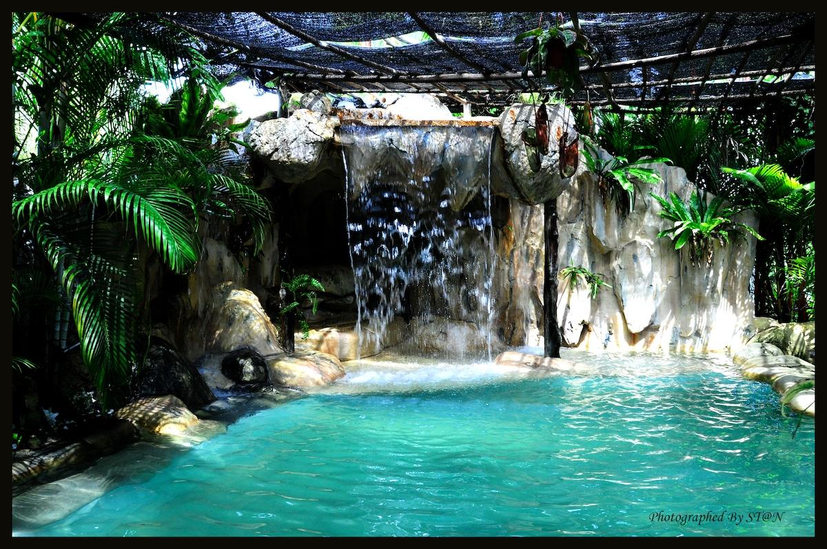 Bohemian paradise 2king beds room