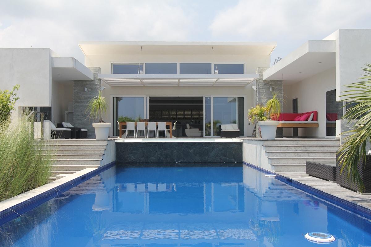 Villa Corazon with 2 jacuzzi