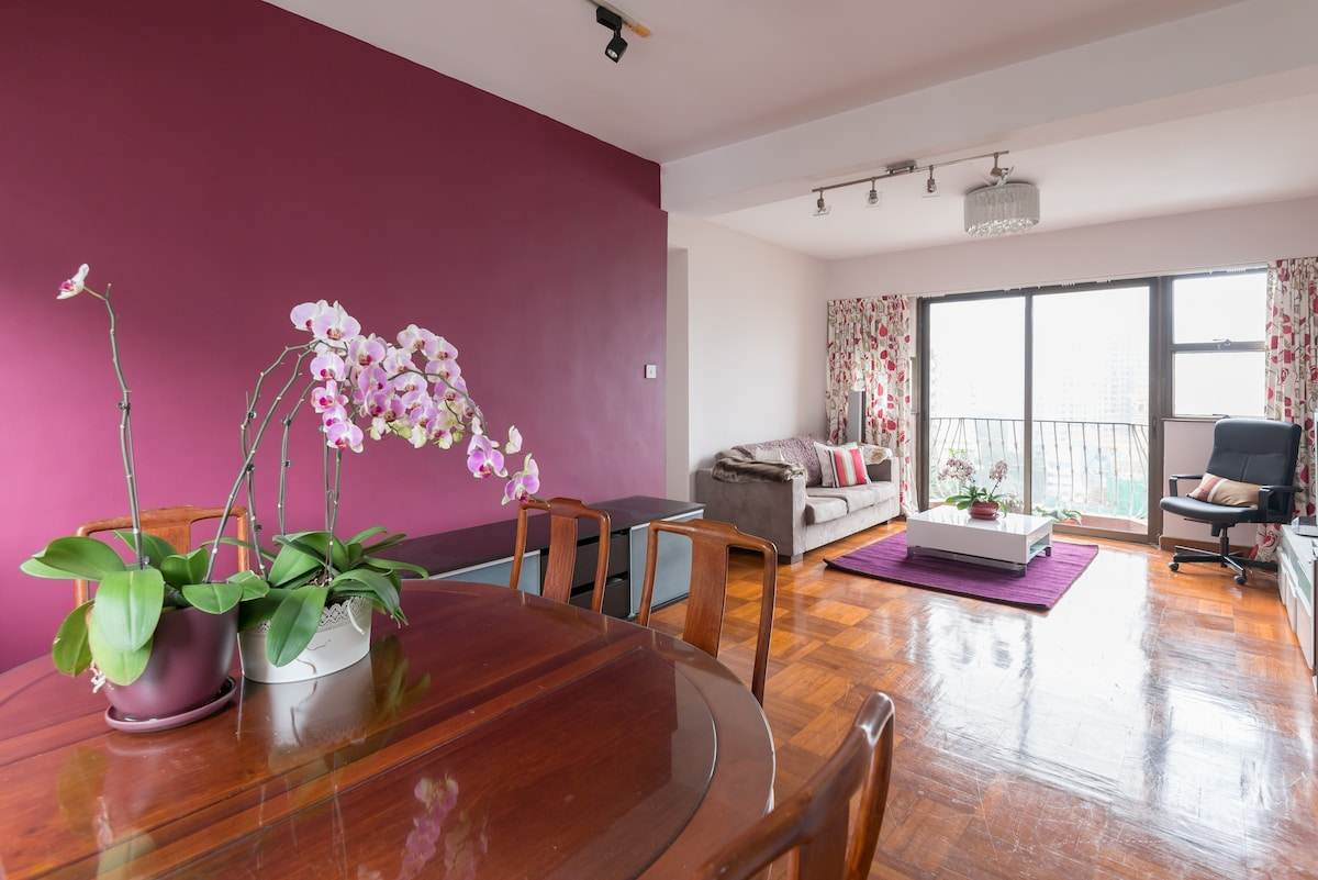 Airy spacious well located room in Wan Chai