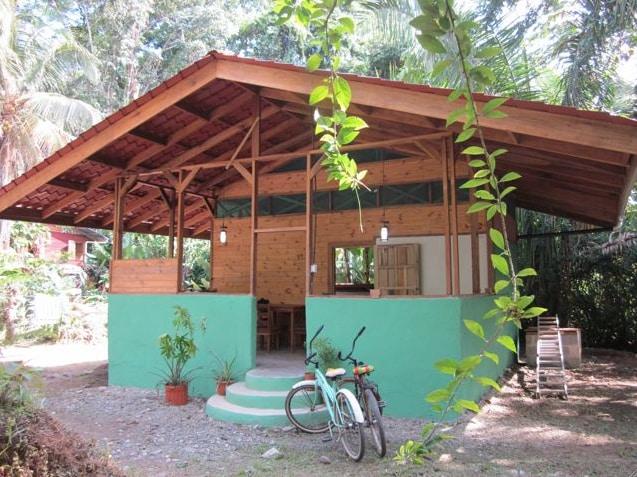 Romantic Jungle Cabin by the Beach!