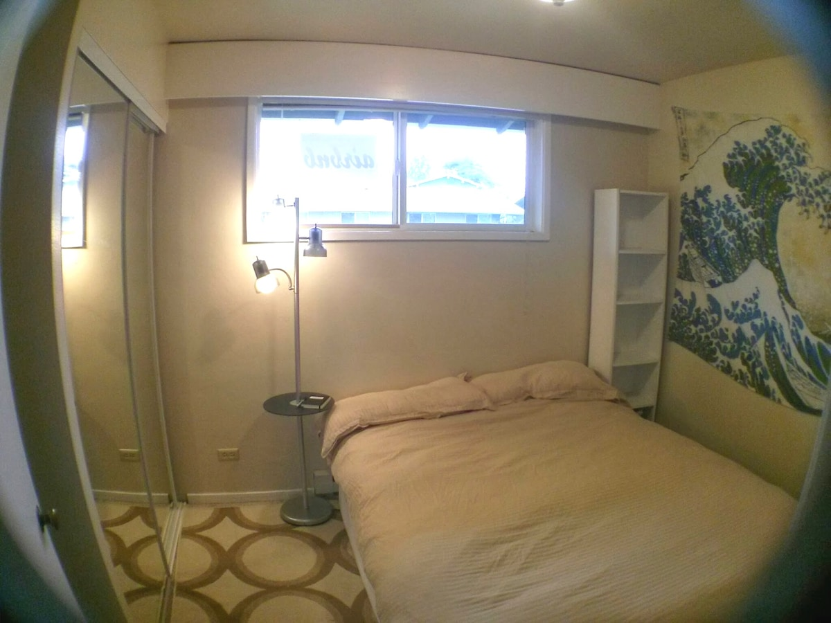 Great Wave Room, another view with mirrored closet