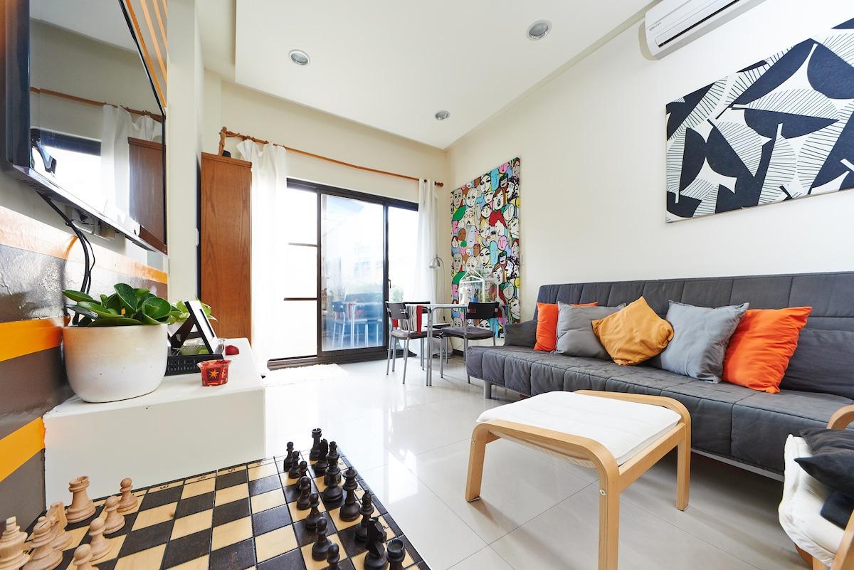 Clean, modern room in North Taipei