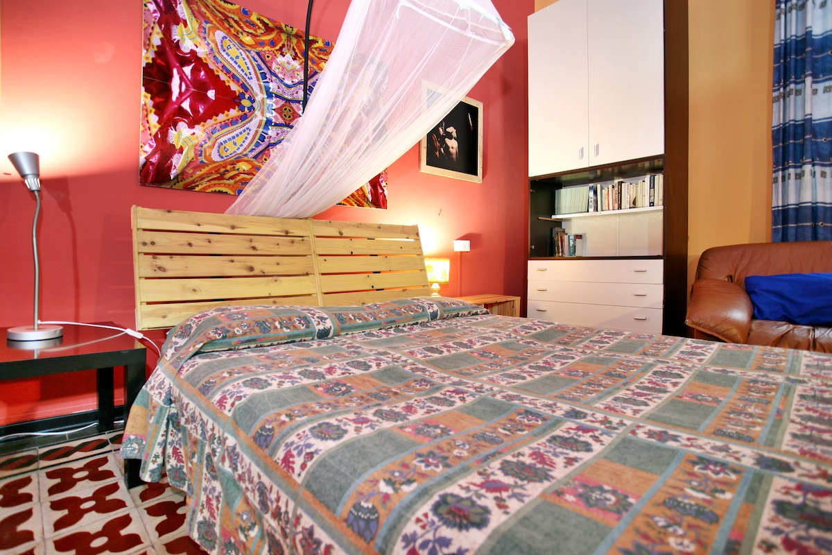 The room is ready with a double bed and a comfortable single bed. it is possible to add a fourth bed. There is also a comfortable chair and a nice table