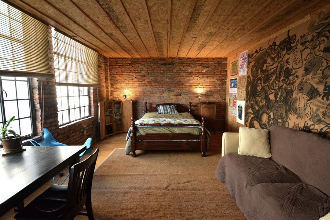 Private Room in huge Downtown Loft
