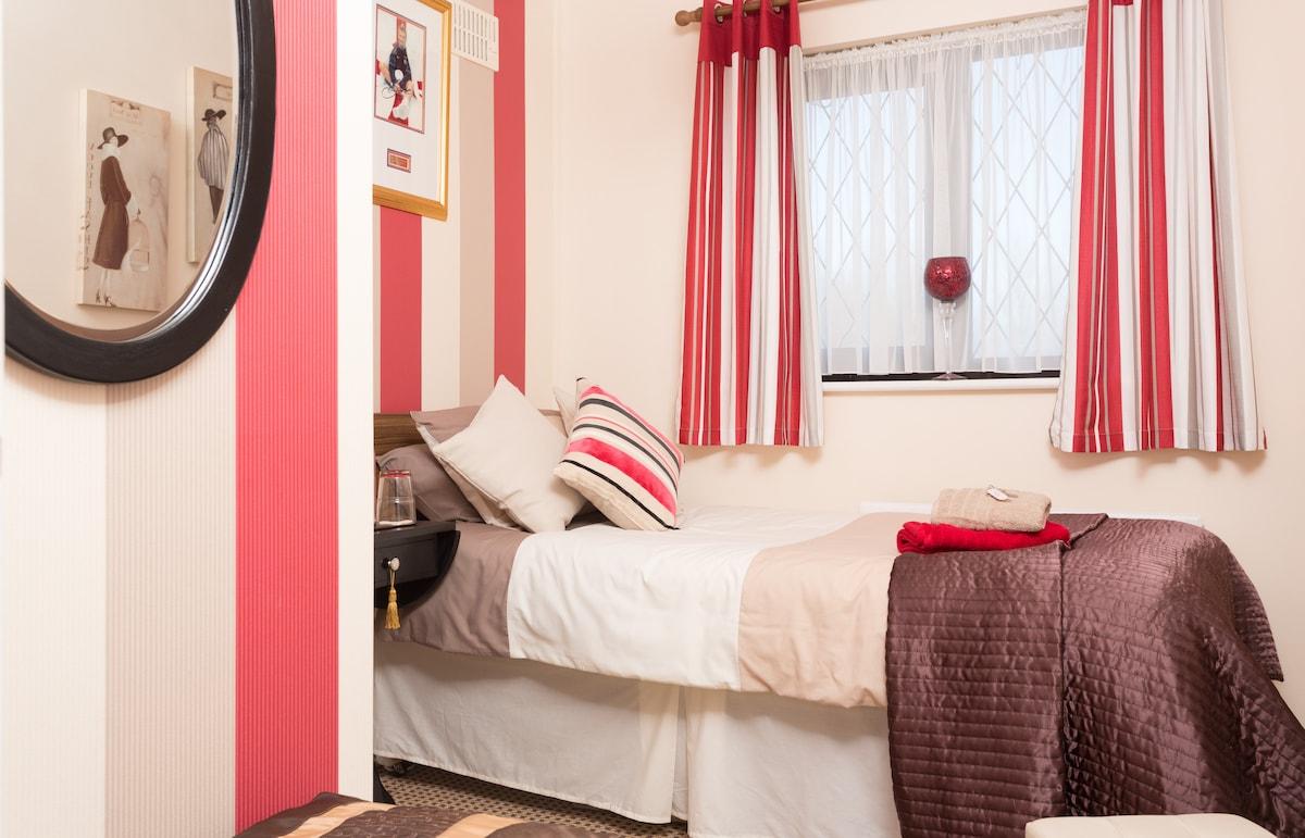 cosy warm single room available