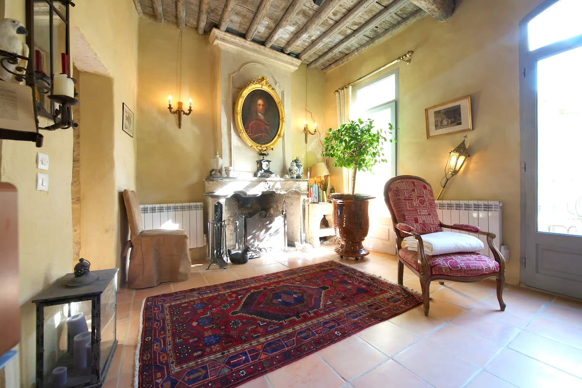 large lounge, direct access to the outside terrace