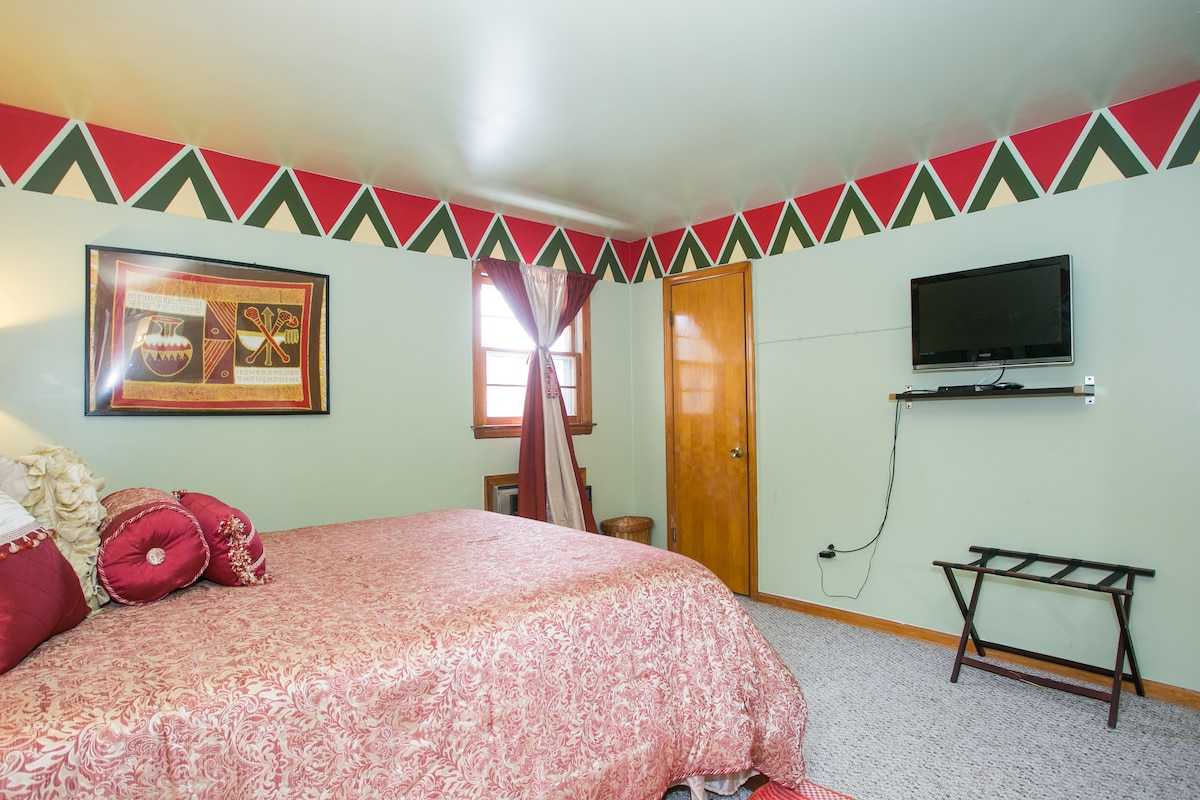 The suite has 2 full closets; with LCD TV digital cable/ 24/7 Wi-Fi;