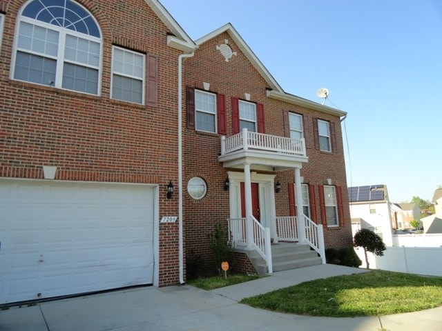 HUGE 4 BDR HOME 10 MILES FROM DC