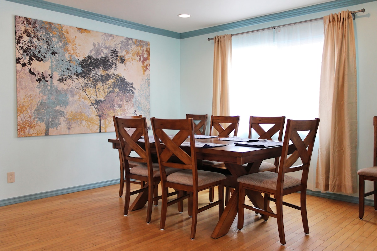 Dining table with 8 chairs and an extension leaf. Can easily sit 10-12, just ask me to borrow a few more chairs