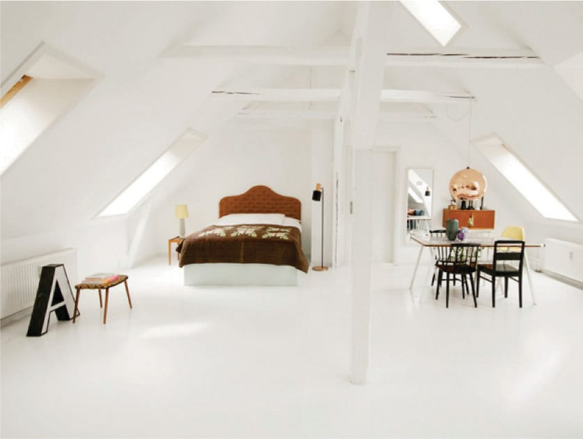 Private room: Bed and dining table.