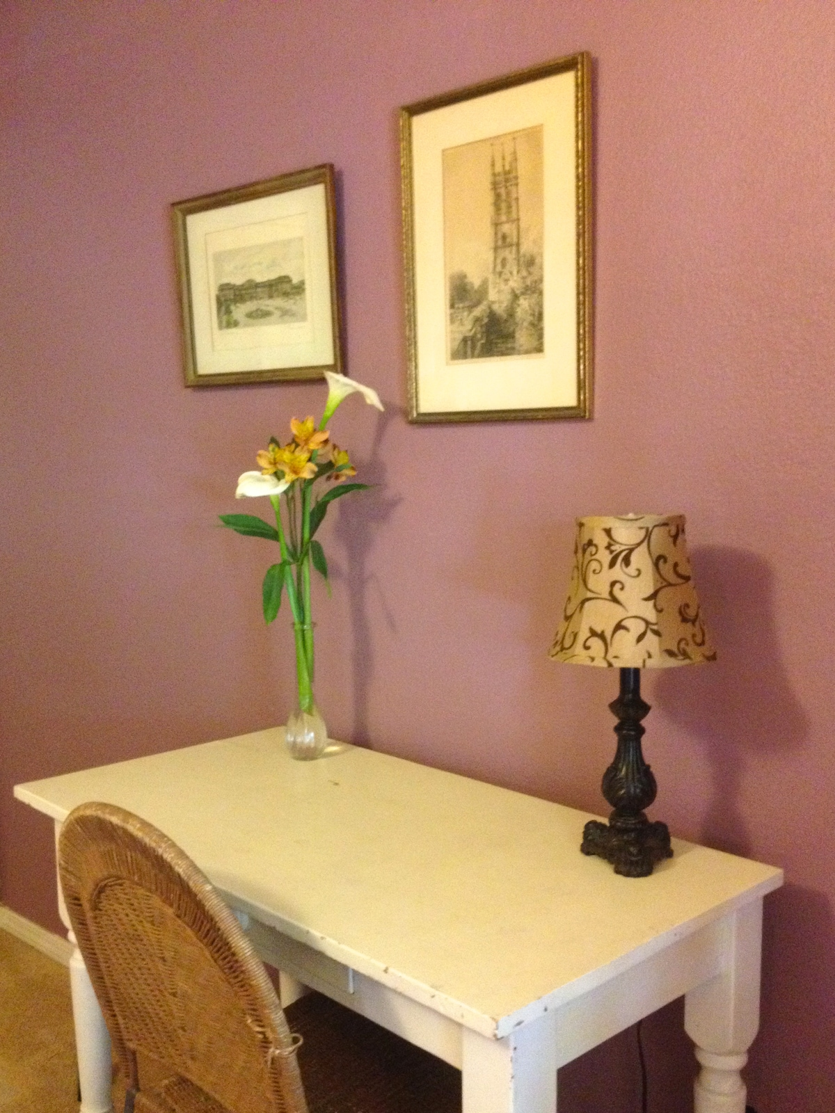 desk and flowers in Juliet's room