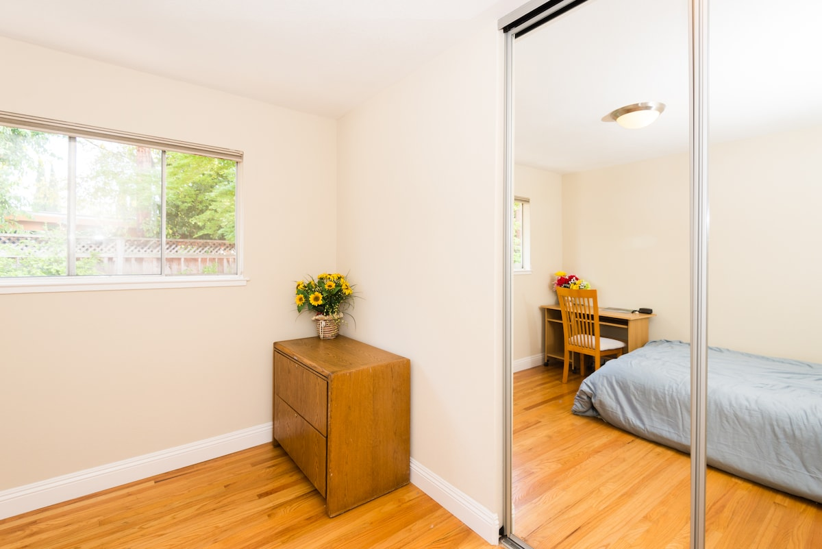 [No3] Private bedroom: Full Body Dressing Mirror and nice closet