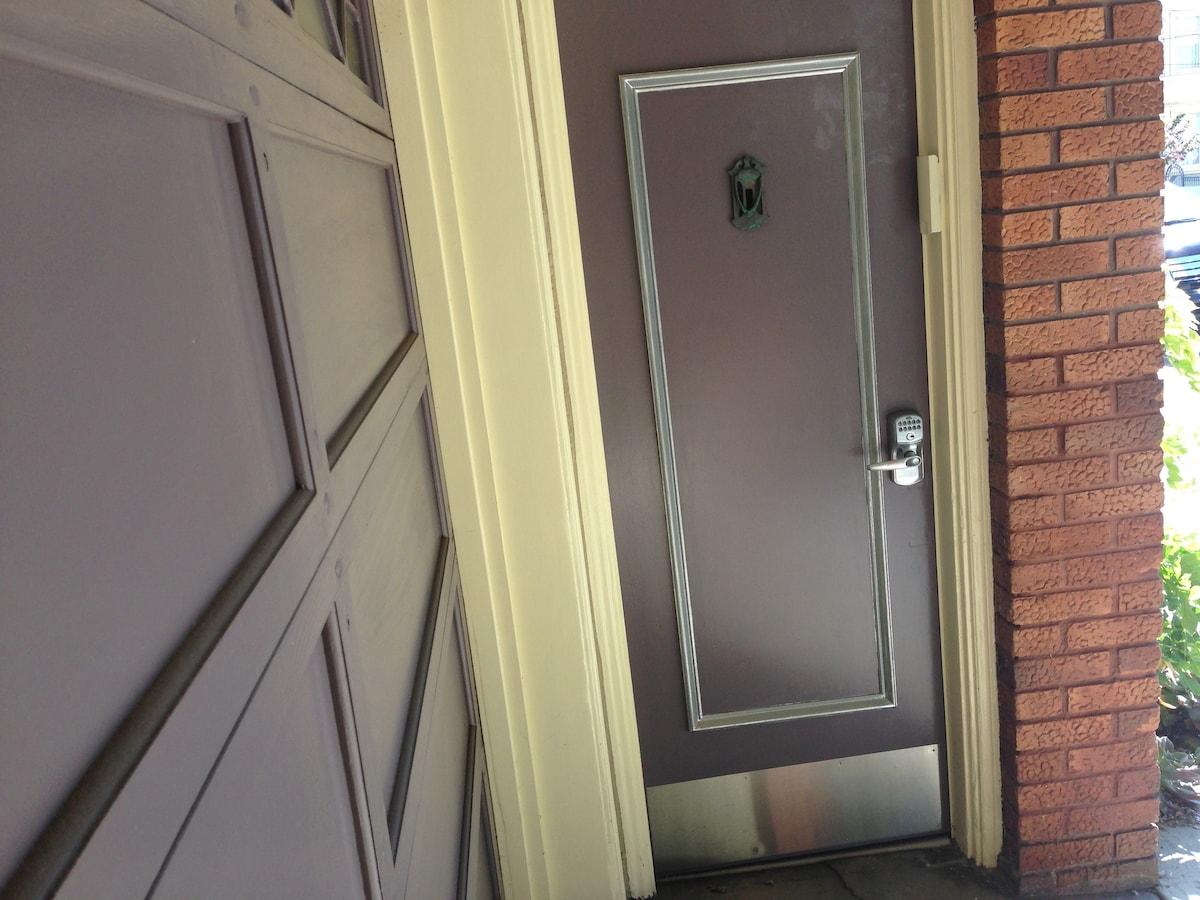 entry with keyless lock
